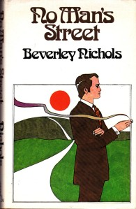My 1975 W.H. Allen edition - I'm not sure who the dapper fellow on the cover is, but it cerainly ain't Horatio Green!