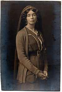 200px-Alice_Askew_in_Serbian_nurse's_uniform