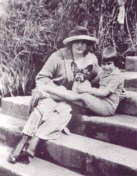 Colette with her daughter Colette de Jouvenel (Bel-Gazou) around 1918