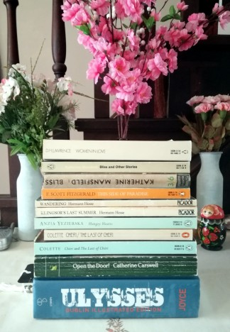 pile of books flowers james joyce colette cheri 1920 club reading